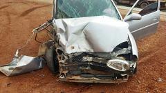 Carro colide em trator e deixa três pessoas feridas na BR-365 próximo ao Café Patense | Patos Agora - A notícia no seu tempo - http://www.patosagora.net
