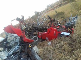 Colisão frontal entre dois caminhões deixa uma vítima morta e outra ferida na BR-365 | Patos Agora - A notícia no seu tempo - http://www.patosagora.net