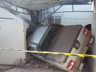 Ônibus desgovernado invade residência e fere idoso de 64 anos no Bairro Novo Horizonte | Patos Agora - A notícia no seu tempo - http://www.patosagora.net