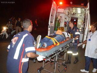 Viatura atinge poste para não atropelar menor em fuga pelas ruas da cidade | Patos Agora - A notícia no seu tempo - http://www.patosagora.net
