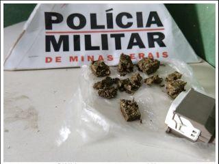 Adolescente é detido suspeito de traficar drogas na praça em frente escola no Centro da cidade | Patos Agora - A notícia no seu tempo - http://www.patosagora.net