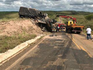 Motorista de Bitrem morre em grave acidente na MG-188 | Patos Agora - A notícia no seu tempo - http://www.patosagora.net