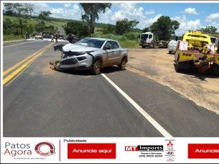 Caminhonete sai de estrada de chão, é atingida por carreta que capota e mata motorista na MG-187   Patos Agora - A notícia no seu tempo - http://www.patosagora.net