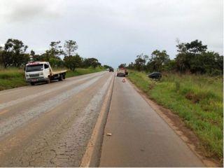 Veículo sai da pista após carro cair em degrau e rodar na BR-354 | Patos Agora - A notícia no seu tempo - http://www.patosagora.net