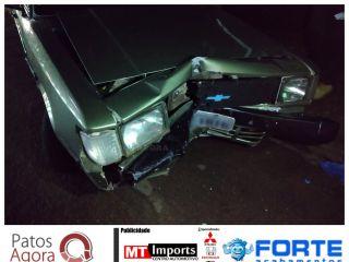 Condutor inabilitado colide em portão no bairro Antônio Caixeta. | Patos Agora - A notícia no seu tempo - http://www.patosagora.net