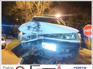 Menor pega carro escondido do pai e acaba se envolvendo em acidente na Av. JK | Patos Agora - A notícia no seu tempo - http://www.patosagora.net