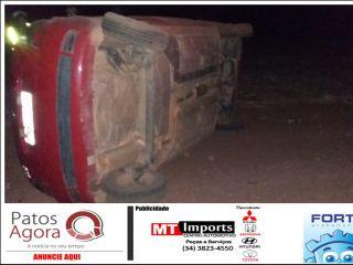 Motorista perde controle e carro capota diversas vezes na MG-188 | Patos Agora - A notícia no seu tempo - http://www.patosagora.net