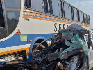 Duas pessoas morreram em um acidente entre carro e um ônibus | Patos Agora - A notícia no seu tempo - http://www.patosagora.net