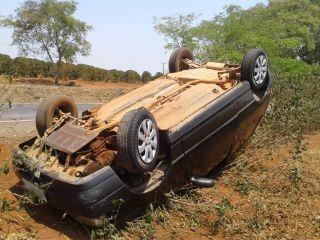 Carro capota após ser fechado durante ultrapassagem | Patos Agora - A notícia no seu tempo - http://patosagora.net