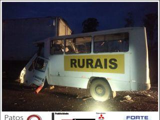 Acidente entre micro-ônibus e caminhão mata uma pessoa e deixa outra em estado grave na BR-365 | Patos Agora - A notícia no seu tempo - http://patosagora.net