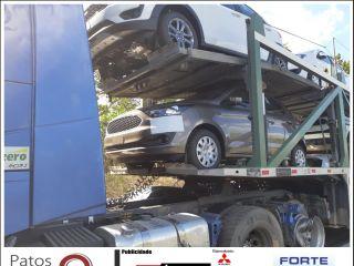 Quatro pessoas ficam feridas após motorista perder o controle e bater em carreta cegonha | Patos Agora - A notícia no seu tempo - http://patosagora.net