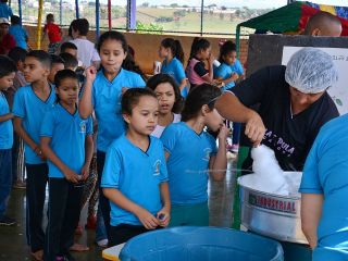 Equipe Edidany Barbosa e Ordem Demolay fazem a alegria de crianças em escola | Patos Agora - A notícia no seu tempo - http://www.patosagora.net