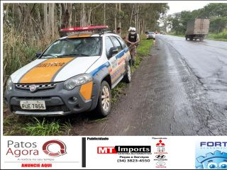 Caminhonete sai da pista após aquaplanar na rodovia MGC-354 | Patos Agora - A notícia no seu tempo - http://www.patosagora.net