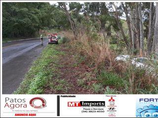 Caminhonete sai da pista após aquaplanar na rodovia MGC-354   Patos Agora - A notícia no seu tempo - http://patosagora.net