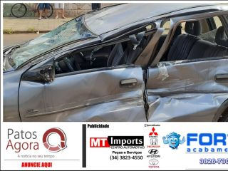 Acidente de trânsito causa capotamento de carro e deixa três vítimas feridas | Patos Agora - A notícia no seu tempo - http://patosagora.net