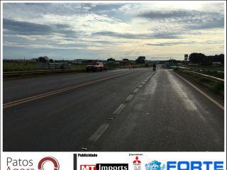 Caminhão que carregava vidro temperado deixa parte da carga cair na BR-365 | Patos Agora - A notícia no seu tempo - http://patosagora.net