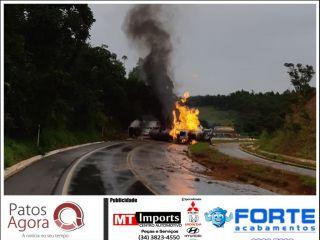 Carreta tanque tomba e pega fogo na curva dos Moreiras  | Patos Agora - A notícia no seu tempo - http://patosagora.net