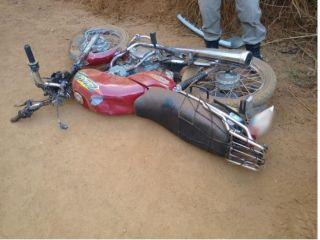 Jovem de 19 anos fica ferido após colisão entre moto e caminhonete | Patos Agora - A notícia no seu tempo - http://patosagora.net