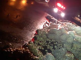Caminhão carregado com batatas tomba na Curva dos Moreiras na BR 365   Patos Agora - A notícia no seu tempo - https://patosagora.net