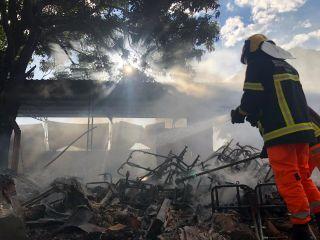 Bombeiros combatem incêndio em oficina de estofado  | Patos Agora - A notícia no seu tempo - https://patosagora.net