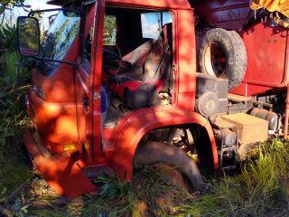 Motorista cochila ao volante, sai da pista e colide em barranco na rodovia MG 230 | Patos Agora - A notícia no seu tempo - https://patosagora.net