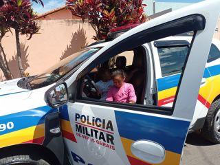 Policiais Militares fazem visita surpresa a admiradora mirim da Polícia Militar | Patos Agora - A notícia no seu tempo - https://patosagora.net