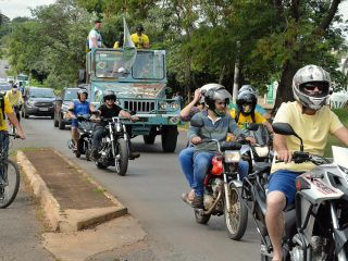 Patenses se reunem e fazem carreata pró governo Bolsonaro | Patos Agora - A notícia no seu tempo - https://patosagora.net