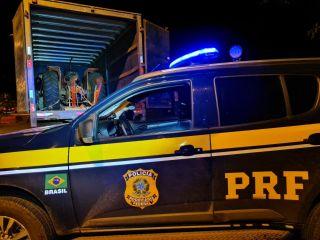 Idoso é preso transportando trator furtado dentro de caminhão baú | Patos Agora - A notícia no seu tempo - https://patosagora.net