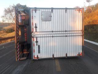 Motorista cochila ao volante e tomba caminhão na BR 354   Patos Agora - A notícia no seu tempo - https://patosagora.net