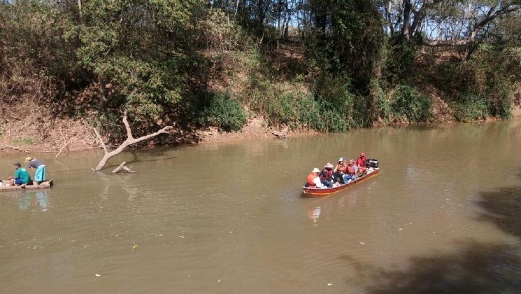 Ambientalistas e autoridades descem Rio Paranaíba e constatam situação alarmante