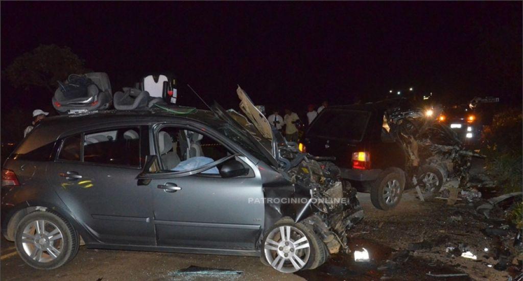 Grave acidente próximo à Patrocínio deixa 2 mortos e vários feridos