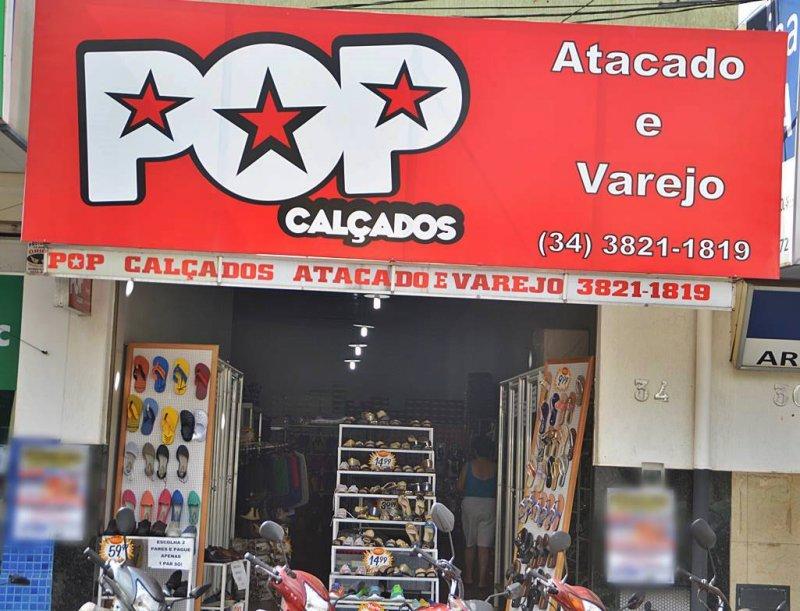Promoção Pop Calçados para fechar a loja  Compre um par de sapatos e leve  outro 7e16b318122df