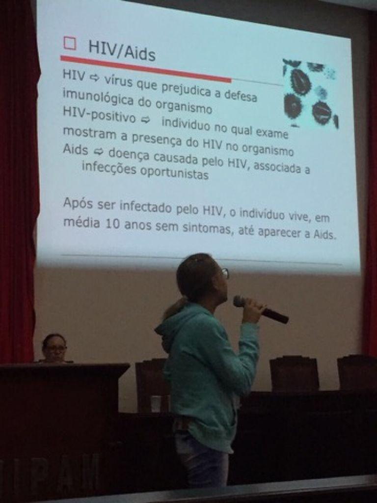 Colaboradores do UNIPAM participam de atividades do Dezembro Vermelho