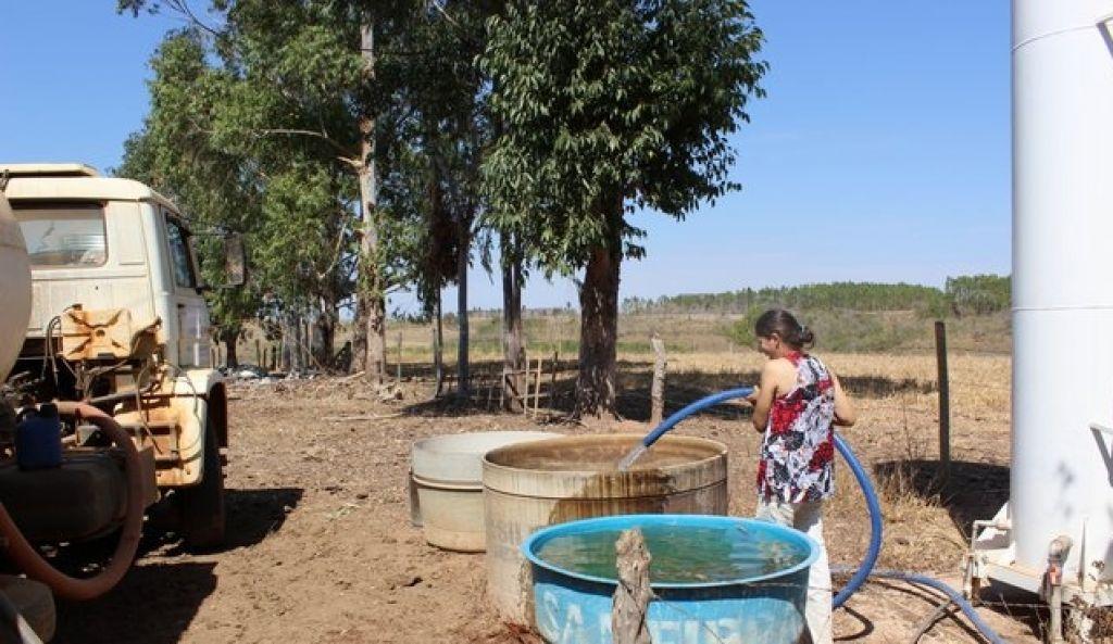 Córrego seca e produtores rurais sofrem com a falta d'água