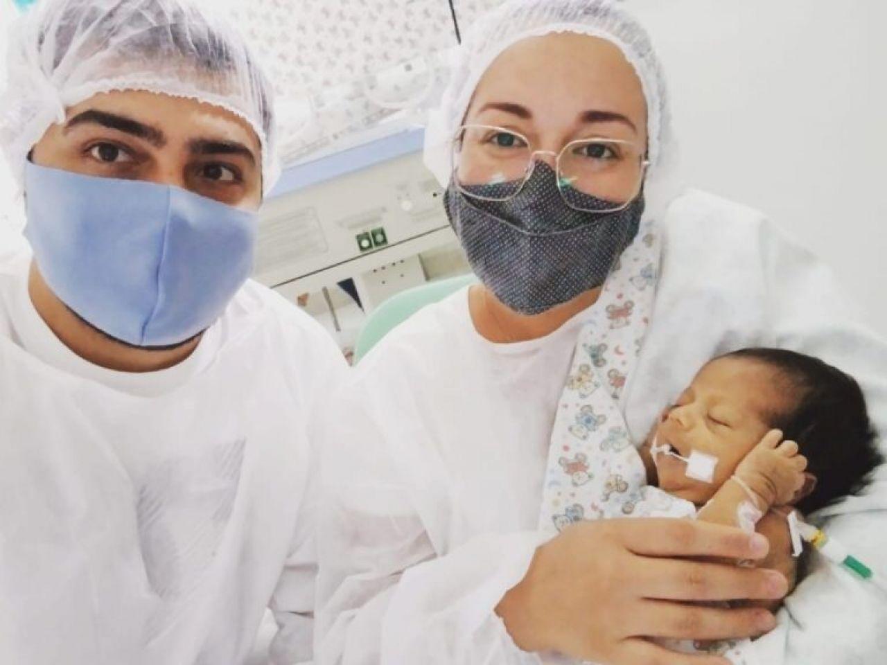 Recém nascida se encontra internada há 1 mês em UTI e família promove venda de rifas para custear hospital