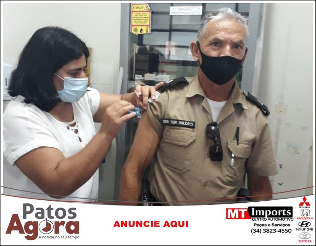 Policial lotado em Lagamar é o primeiro militar vacinado na região