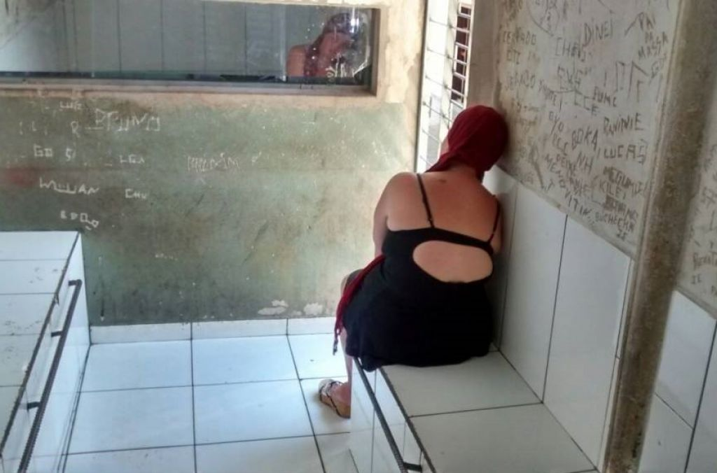 Prostituta de 30 anos é presa em Patos de Minas após furtar casa de encontros em Lagoa Formosa