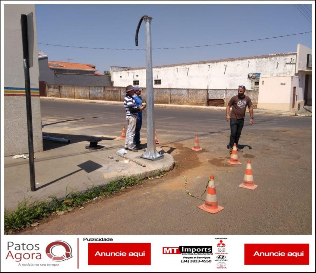 Começa instalação dos postes do videomonitoramento em Carmo do Paranaíba