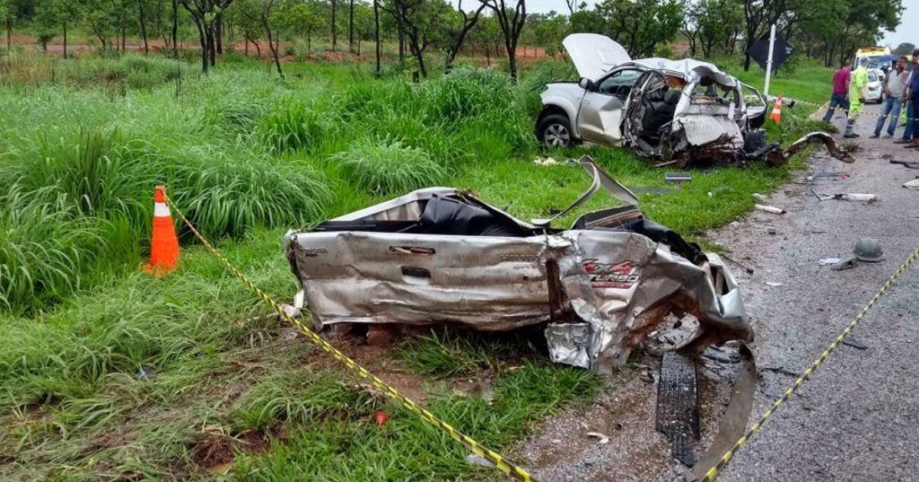 Grave acidente na BR-040 mata uma pessoa e fere outra após picape rodar na pista