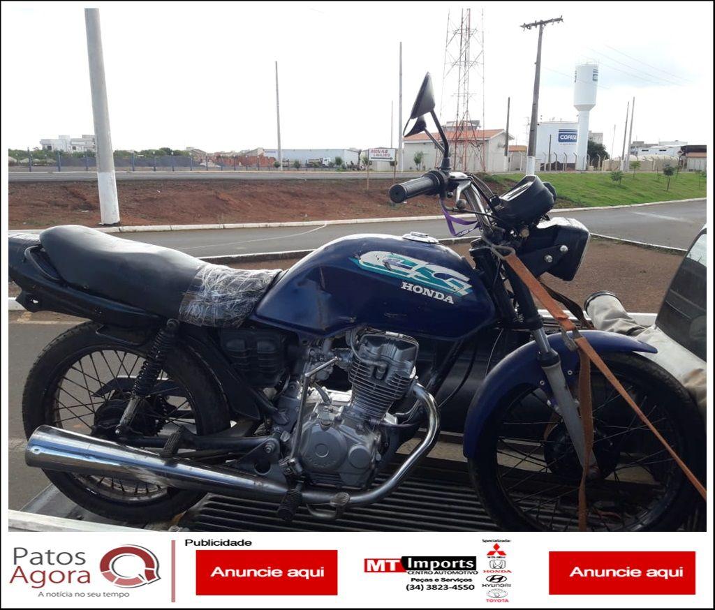 Polícia Militar Rodoviária aborda indivíduo conduzindo motociclista sem placa e com chassi adulterado