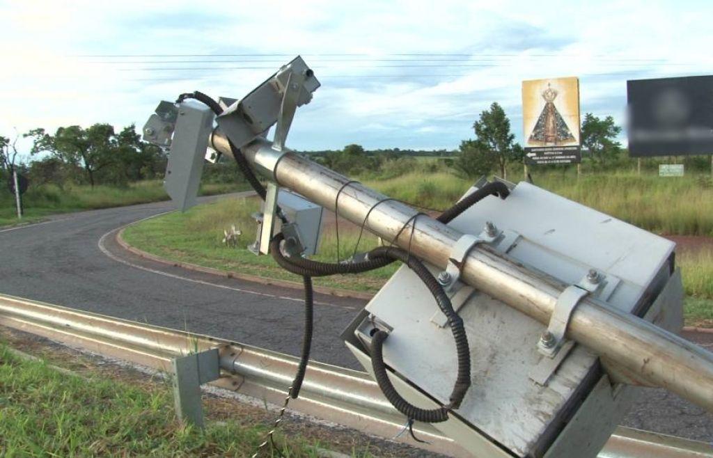 Quatro radares são danificados na BR-365 próximo a Patrocínio