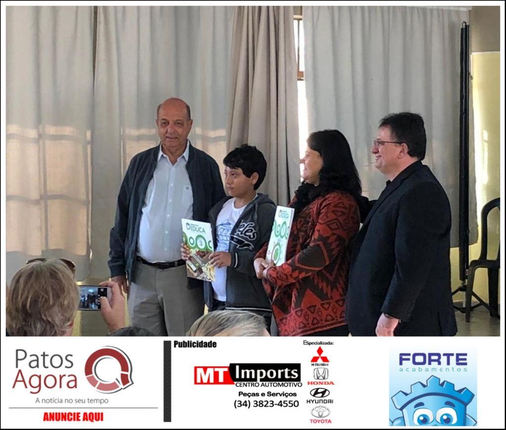 Educa Trânsito: 1299 livros didáticos são entregues para alunos de escolas municipais