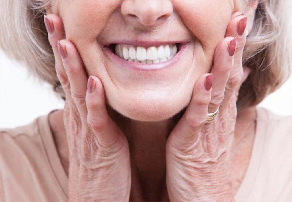 Campanha SORRIA MAIS  oferece bolsas para próteses dentárias