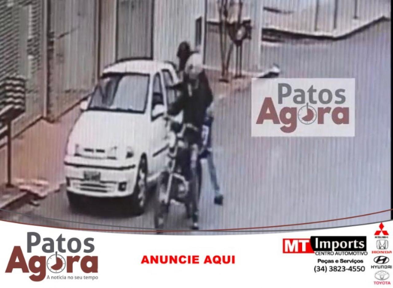 Bandidos atiram contra veículo após assalto no Bairro Alto dos Caiçaras