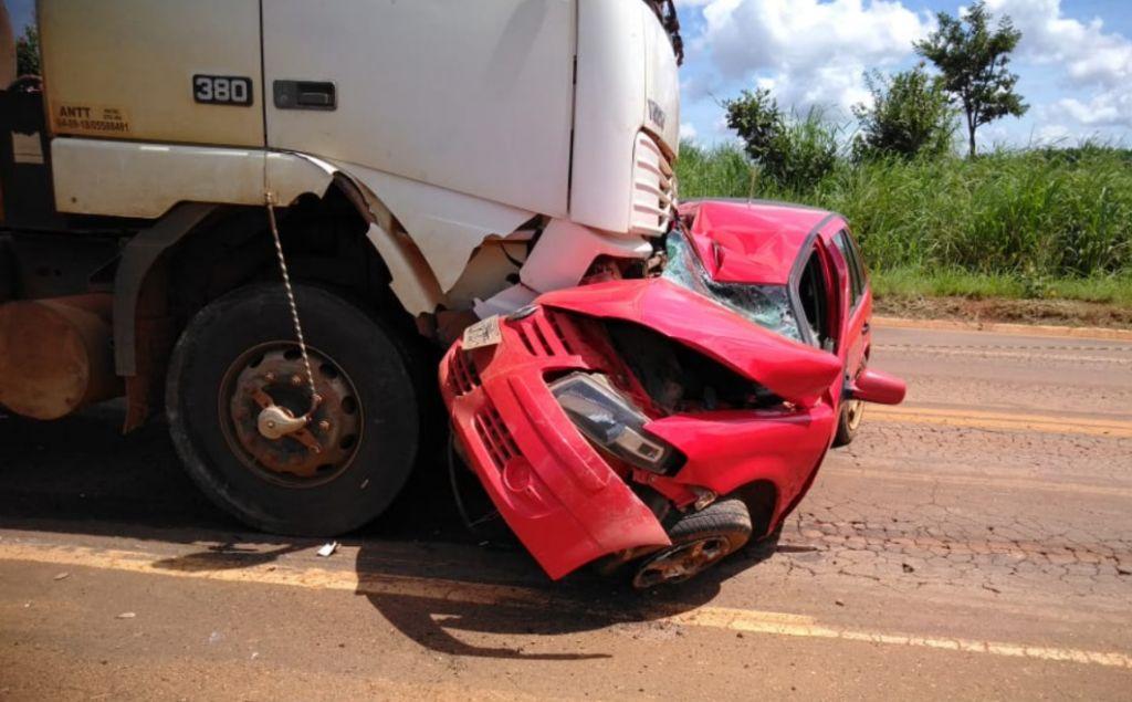 Motorista morre em acidente na MG-190 entre carro e carreta