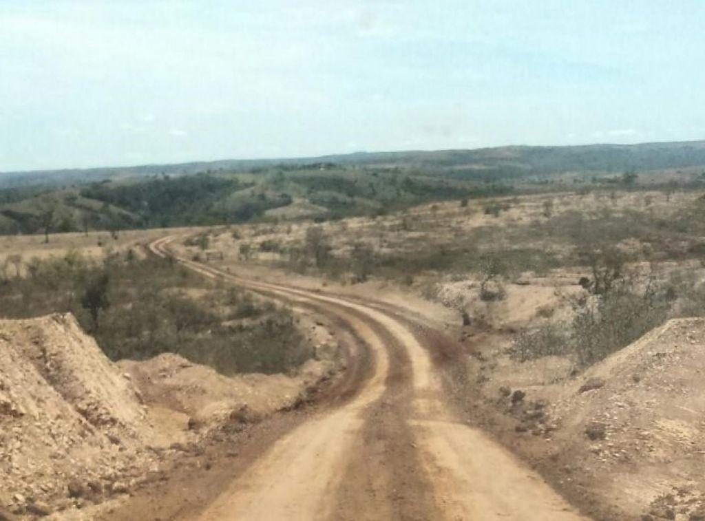 Obras de patrolamento e encascalhamento são realizadas em diversas estradas rurais