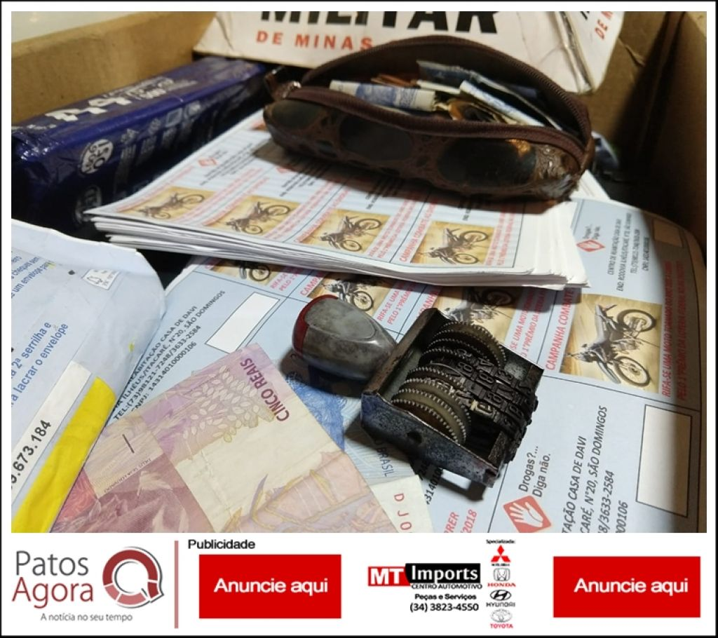 Cinco pessoas são detidas suspeitas de estelionato, após serem abordadas vendendo rifas no UNIPAM