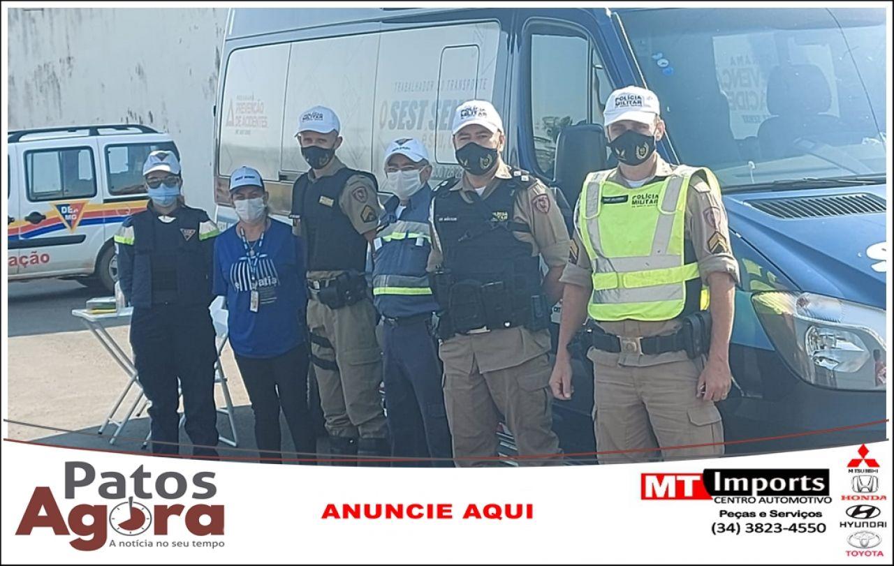 PM, DER e SEST/SENAT realizaram blitz educativa em Patos de Minas