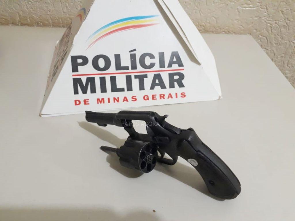 Tratorista é preso com arma de fogo em  fazenda no município de Carmo do Paranaíba