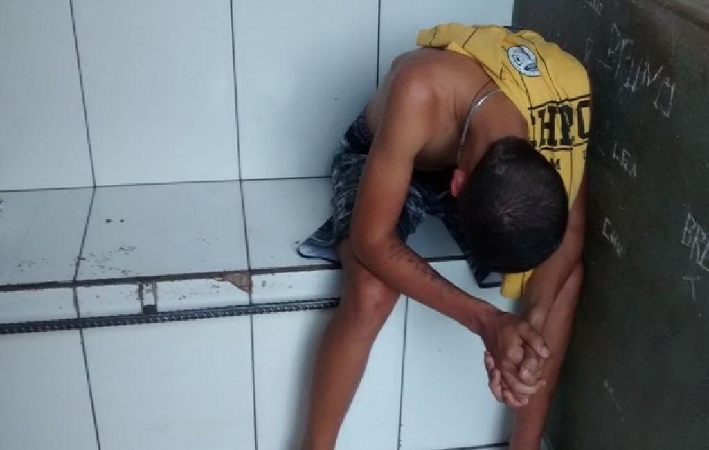 PM localiza revólver embrulhado numa meia escondido no quarto de rapaz de 18 anos